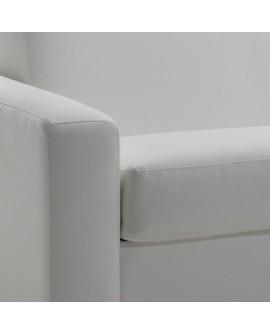 Détail du revêtement cuir sur l'assise et l'accoudoir du canapé rapido SYMPHONY